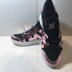 Women's sneakers, new.