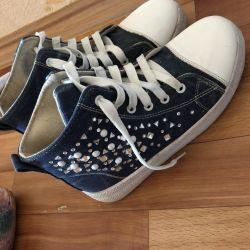 Kadınlar için spor ayakkabısı