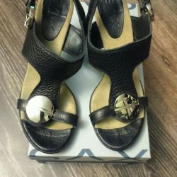 Women's leather sandals. R-R39. Italy