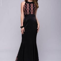 Floor-length evening dress NEW is great at prom