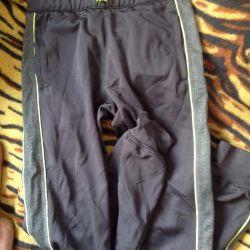 Bir erkek için spor pantolon