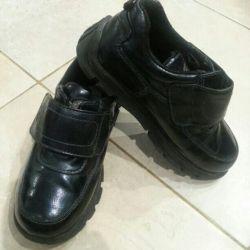 Shoes size 28