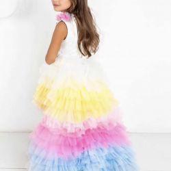 Rochie elegantă cu un unicorn de tren