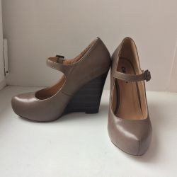 Wedge shoes p. 34-35