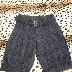 Shorts on the girl 44 sizes.