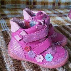 Продам ботиночки демисезонные Том Мики