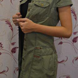 Φόρεμα με κουμπιά στρατιωτικού τύπου