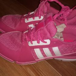 Новые кроссовки от adidas в ассортименте