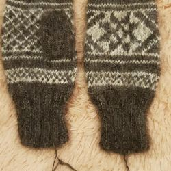 Mittens. Wool.