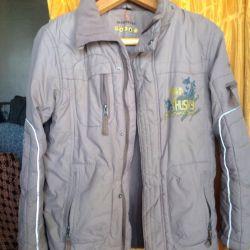 Bir erkek demi-sezon için ceket