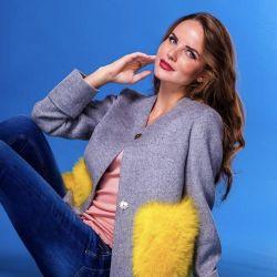 Παλτό με τσέπες γούνας. S / M / L μεγέθη