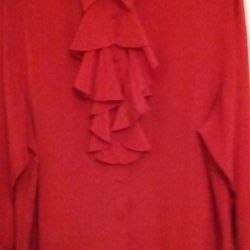 Blouse with a removable jabot