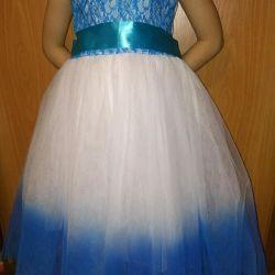 Κομψό καινούριο φόρεμα
