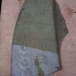 Скло дверей передньої правої Мазда 3 БК BK