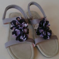 Sell ​​new sandals 33,34