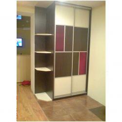 Sliding wardrobe with Figured Shelves