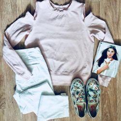 Sweatshirt, jeans, slip