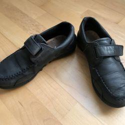 Pantofi pentru baiatul Geox. Dimensiunea 35