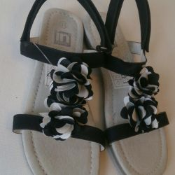 Sell ​​new sandals size 33