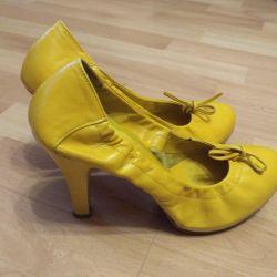 Παπούτσια του Κάρλο Ποζολίνι