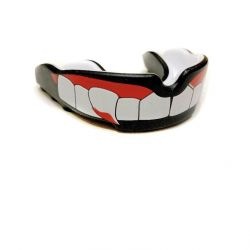 Boxing mouth guard with fangs