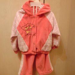 Costum în costum pentru o fată de 8-12 luni, 150 de ruble.