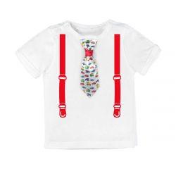 Kravat araba ile şenlikli şık T-shirt.