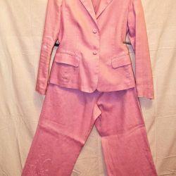 Το θηλυκό φακό κοστούμι ταιριάζει απόλυτα με το μέγεθος 48/50