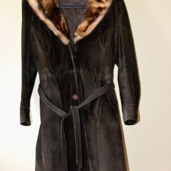 Women's sheepskin coat with a fur collar, size. 44-46