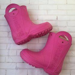Boots with insulation