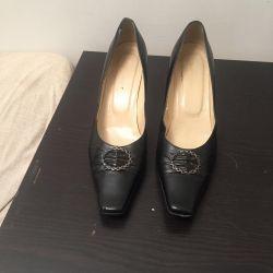 Yeni deri ayakkabılar