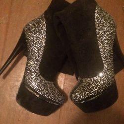Elegant boots demi-season