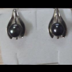 Earrings are made of silver 925 with pearls.