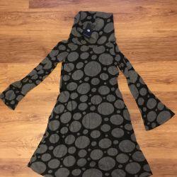 Etiketi olan elbise