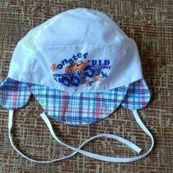 Pălărie nouă de vară pentru un băiat