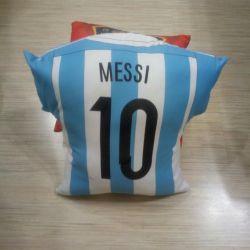 Parlak futbol minderleri Messi ve İspanyol milli takımı