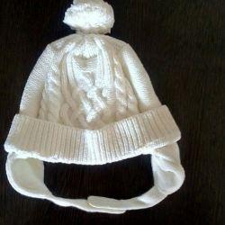 Insulated cap on fleece lining.