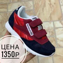 Spor ayakkabılar. Yeni.