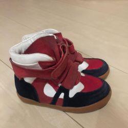 İlkbahar için çizme (spor ayakkabı)