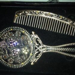 A set of a mirror and a hairbrush from the Emirates