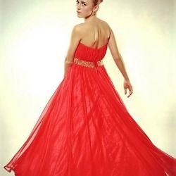 Evening dress to the floor.