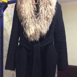 Coat with natural fur.