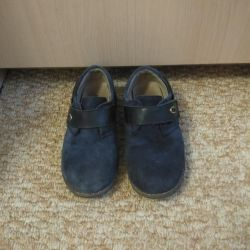 Pantofii sunt din piele de căprioară, soluție: 29
