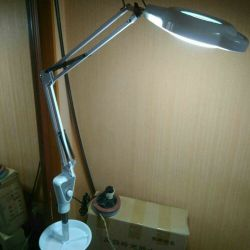 Cosmetic lamp with magnifier