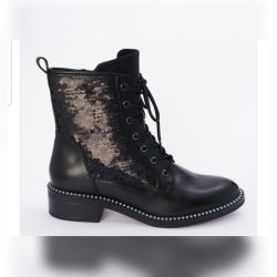 I sell new (in the box) women's boots Tamaris
