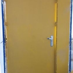 Двері Залізна Сталева Важка від Входу в Нежитлове