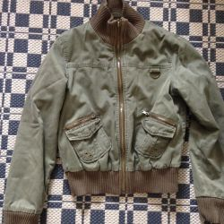Демисезонная куртка бомбер  zara