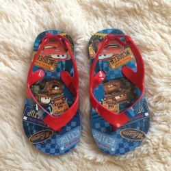 Împachetați sandale