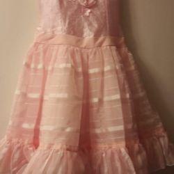 Φόρεμα για ένα κορίτσι.