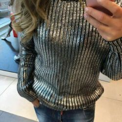 Fashionable sweater